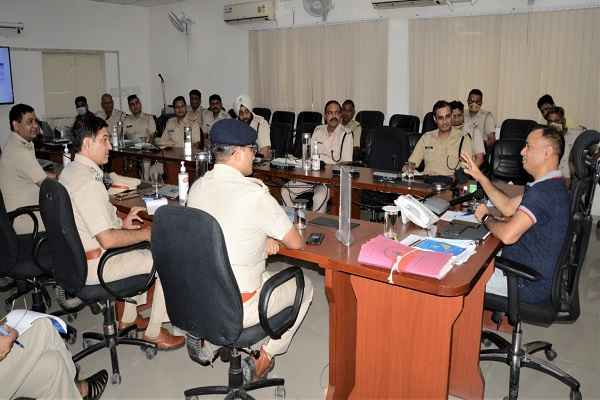 faridabad-cp-meeting-with-police-officers-on-25-september-2020