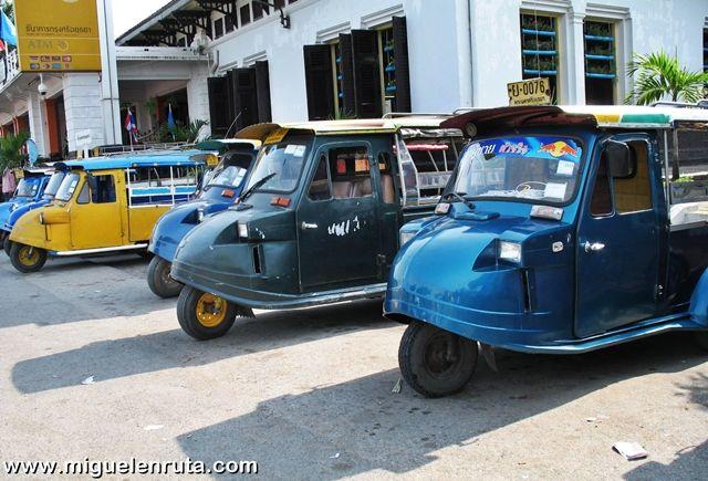 Tuk-tuks-estación-Ayutthaya