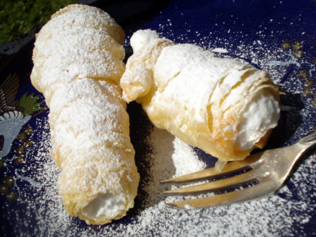 fillthe rolls with cream
