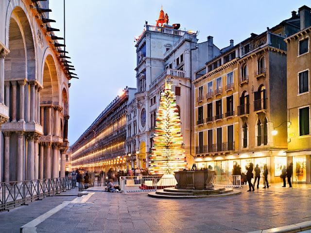 Árvore de Natal feita de vidro em Murano