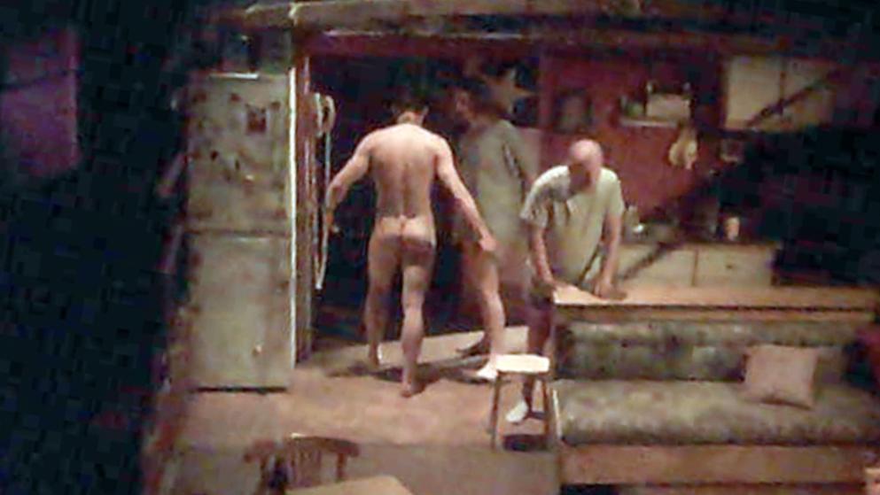 Gay nackt auf der bühne