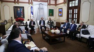 Danilo Medina evalúa habilitación puertos Sabana de la Mar y Samaná con fines turísticos y comerciales