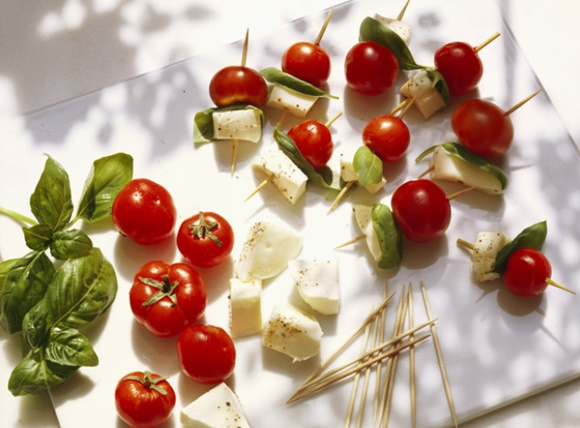 Brochettes De Tomate Et De Mozzarella