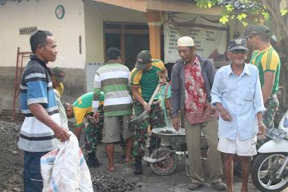 Prajurit Yonif Para Raider 503 Kostrad Bersama Warga Gotong Royong Bangun Masjid di Mojosari