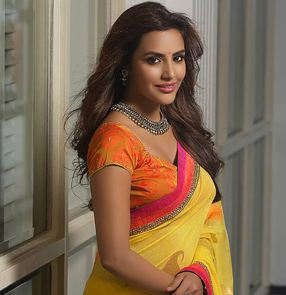 Priya Anand Family Husband Parents children's Marriage Photos