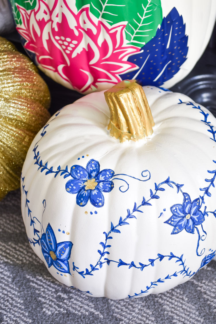 DIY Blue, White & Gold Chinoiserie Pumpkin Tutorial- an affordable and easy decor idea for fall. Perfect for neutral decor and ginger jar lovers. | #chinoiserie #chinoiseriechic #tobaccoleaf #DIY #fallDIY #fallcrafts #fallcraft #pumpkindecor #pumpkindecorating
