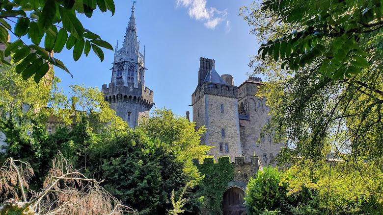 在公園遠看卡地夫城堡