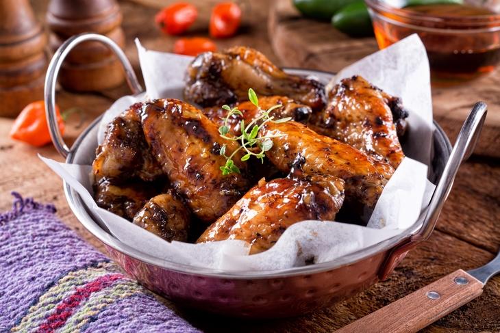 Остренькие, ароматные и очень вкусные куриные крылышки в кисло-сладком маринаде
