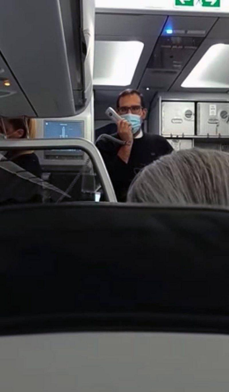 Pasajeros aplaudieron a piloto del avión que aterrizó con una turbina menos en Concepción