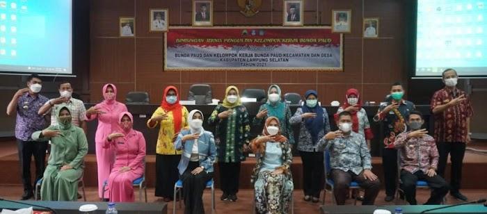 Winarni Nanang Ermanto Buka Bimtek Bunda Paud Kecamatan dan Desa Tahun 2021