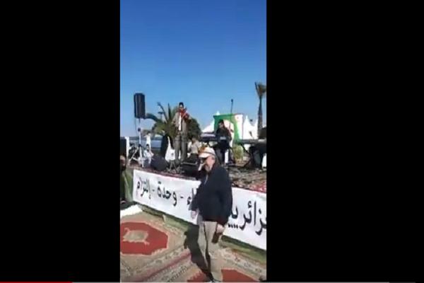 بالفيديو : سيدي السعيد يرقص على أنغام القبائلي