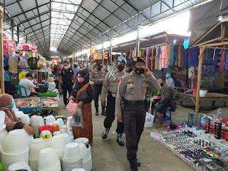 Tekan Protokol Kesehatan, Polsek Enrekang Patroli Pasar Sentral Enrekang