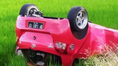 Lakalantas Di Tonra, Mobil Terguling ke Sawah