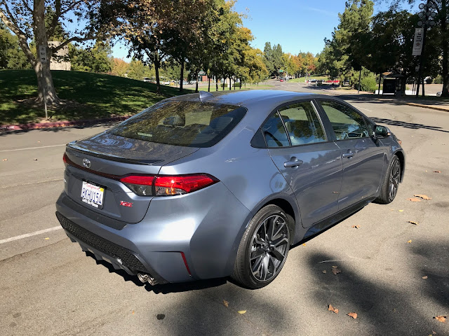 Rear 3/4 view of 2020 Toyota Corolla XSE