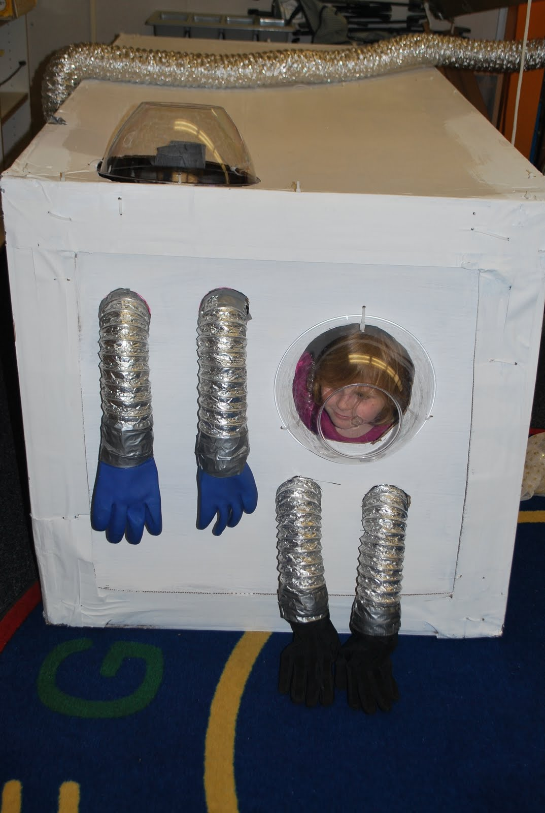 Solar Tubes Familylicious Preschool Projects: Space Station- Imaginary