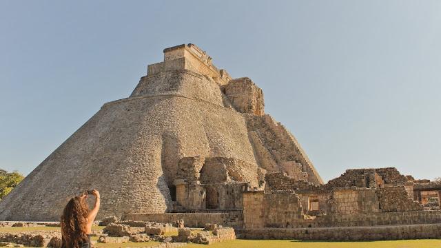 """""""El Instituto Nacional de Antropología e Historia (INAH) identificó en total cuatro sitios arqueológicos en un área de 600 hectáreas en la comisaría meridana de Sitpach, y hasta al momento, han encontrado cerca de 120 entierros mayas"""", precisó."""