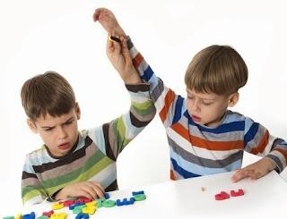 Dos niños hiperactivos