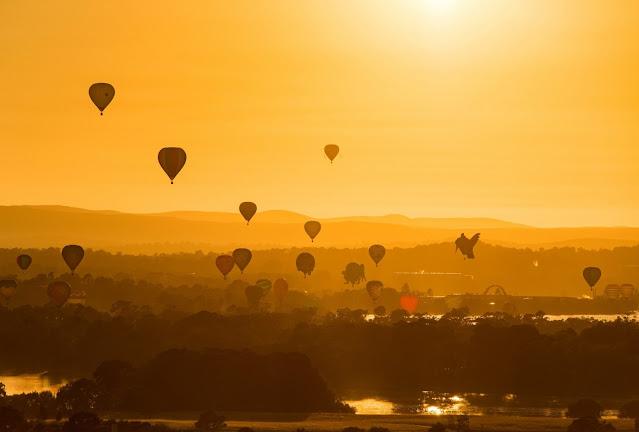 The sun rises at the Canberra Balloon Spectacular, Canberra, ACT © Enlighten Festival  Sun rises at the Canberra Balloon Spectacular, Canberra, Australian Capital Territory © Enlighten Festival