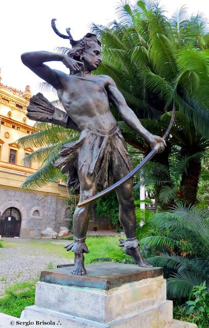 Close-up da Escultura Guarany (Pery) - Praça Ramos de Azevedo - São Paulo