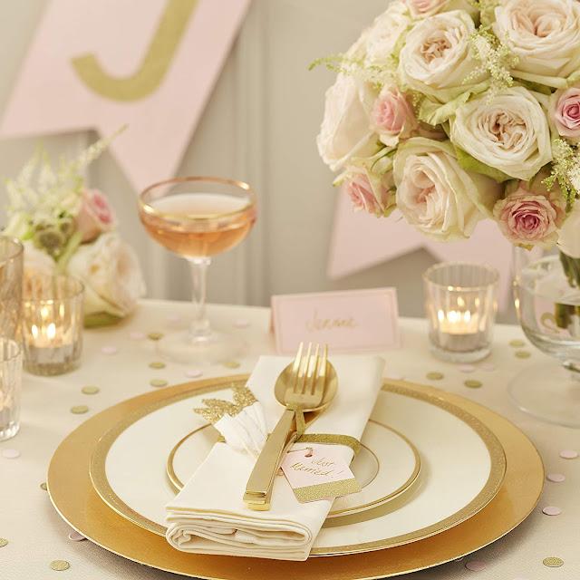 ? Decoración de boda en blanco y dorado ¡elegantísima!
