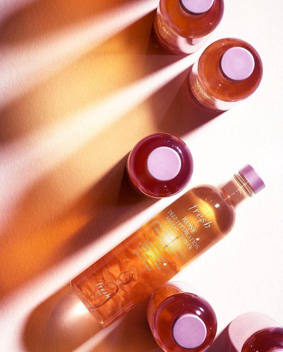 Nước hoa hồng có nhiều tác dụng tốt cho làn da dầu