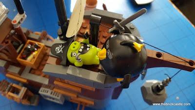 LEGO angry birds Bomb and King Leonard