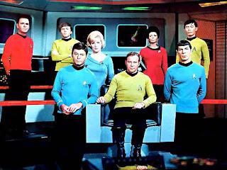 Tripulación de la «Enterprise» de «Star Trek», en el puente de mando.