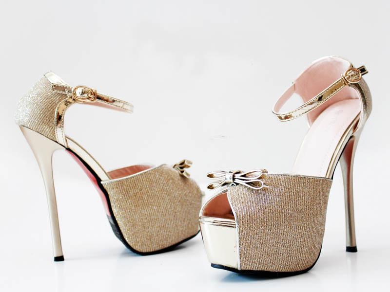 Red Wine Shoes E 820-6 ini dengan Bahan Synthetic dan warna Emas yang  cantik ini dapat memberikan kesan Elegan kepada Anda Para Ladies. Sepatu  Red Wine ini ... 77a052fdb4
