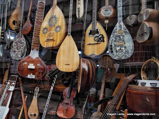 Loja de banjos próximo à Torre Gálata