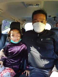 Wakil Bupati Humbahas Antar Sasria Sihombing Berobat ke Rumah Sakit