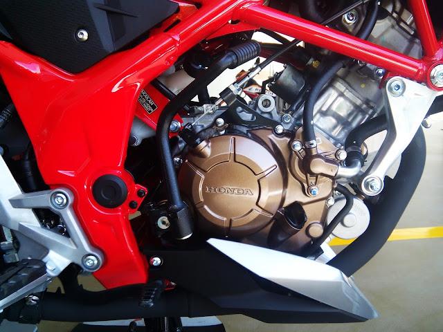 Engine of Honda CB 150R