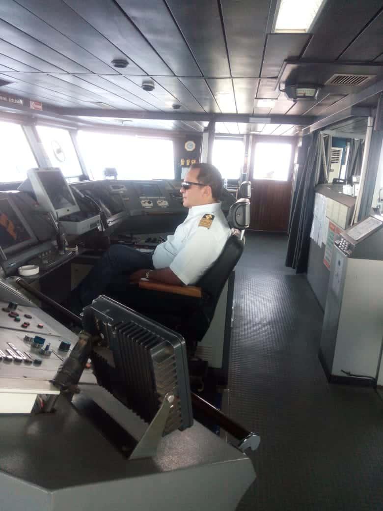 غرفة قيادة السفينة ، كابتن اشرف الرفاعي