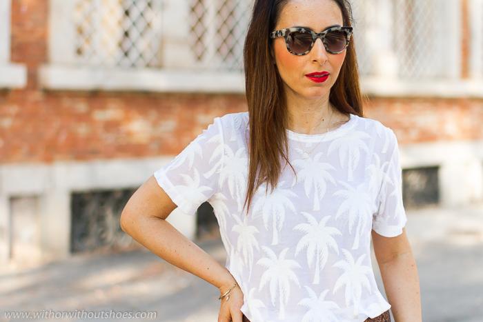 Streetstyle outfit look con camiseta blanca NÜ Denmark con pantalones culottes de ante