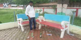 #JaunpurLive : शहीद स्मारक बना शराबियों का अड्डा