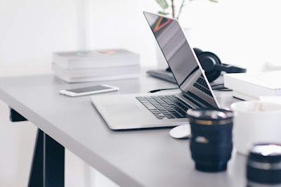 Cara Membersihkan Layar Laptop yang Benar