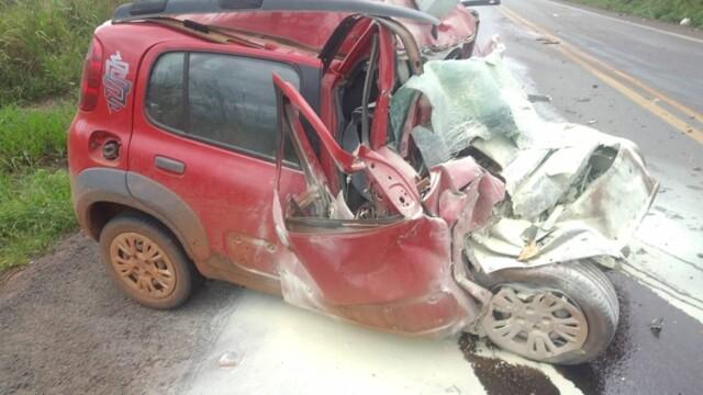 Idoso morre na BR-364 após colisão de carro com carreta
