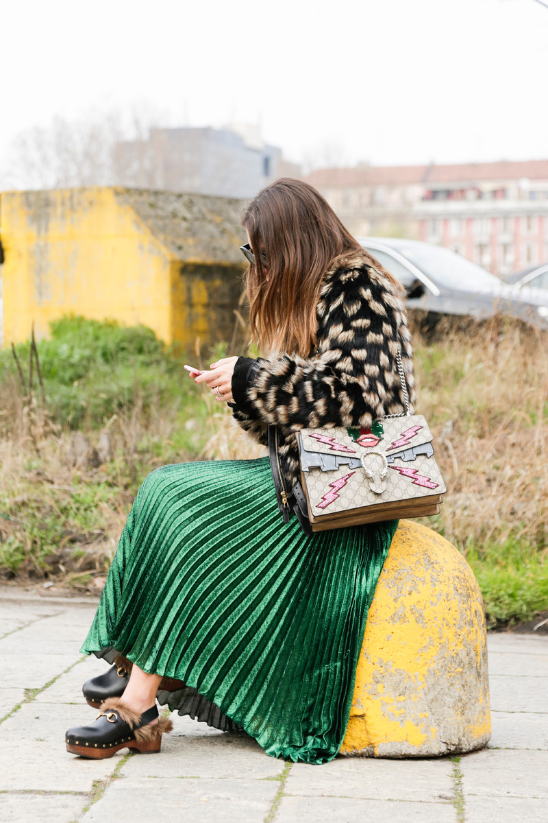 Milan_Fashion_Week_Fall_16-MFW-Street_Style-Gucci-clogs-pleated-skirt