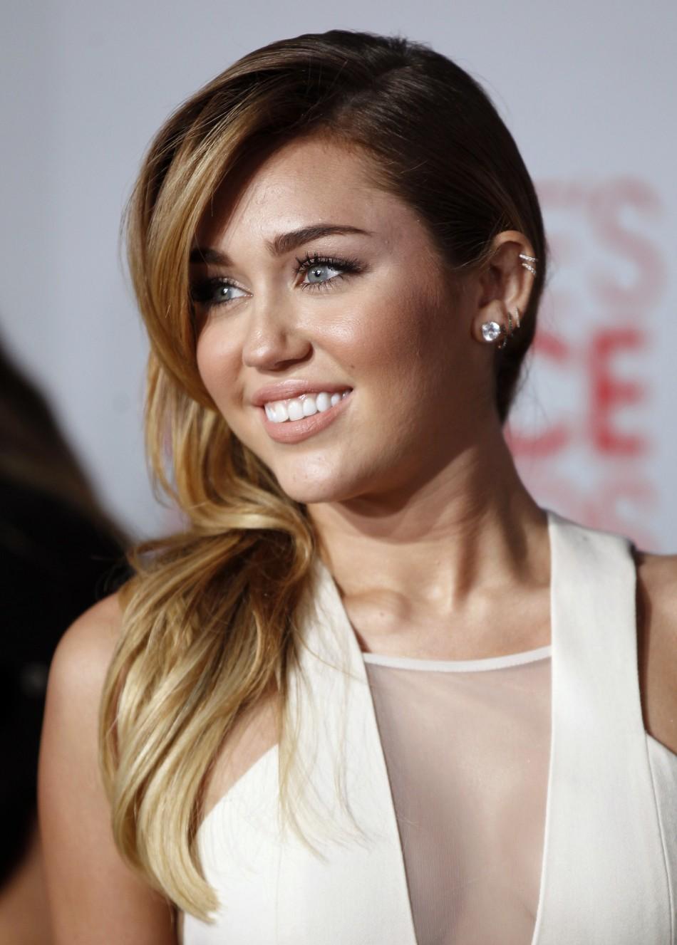Miley Cyrus Miley Cyrus Breast Pics-9517