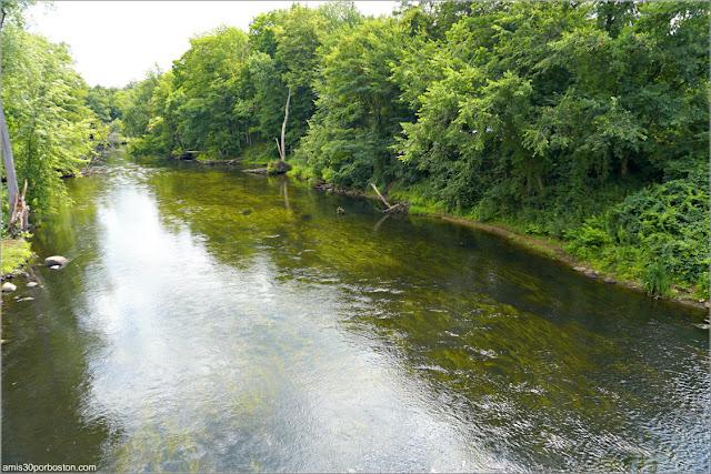 Río Nashua a su Paso por Pepperell Covered Bridge, Massachusetts