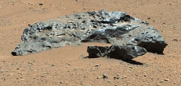 Meteorito encontrado em Marte em 2014, pela sonda Curiosity - o meteorito tem 2 metros e foi nomeado LEBANON