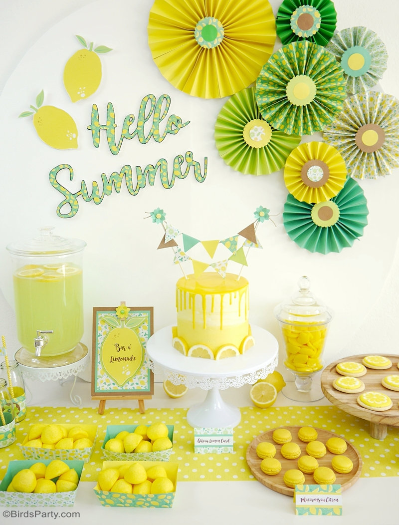Lemon Themed Party Ideas with DIY Decorations - easy paper party decor for any summer celebration, birthday, weddings, baby showers and more! By @BirdsParty for @CulturaFr and @Clairefontaine #lemonparty #lemonwedding #lemonbirthday #lemonbabayshower #lmeonpartyideas #summerparty #summercrafts #papercrafts #lemondiy #diy #partydecorations #partyideas