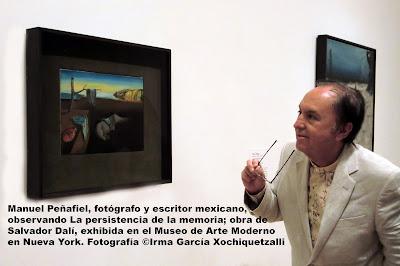 Manuel Peñafiel, fotógrafo, escritor y documentalista mexicano  en el Museo de Arte Moderno de Nueva York.Fotografía Irma García Xochiquetzalli