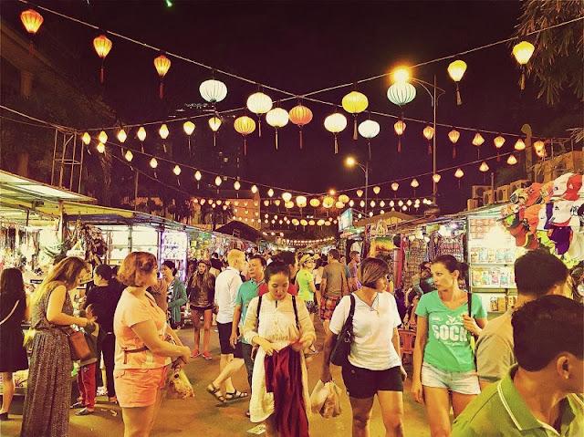 Top 10 popular night markets in Vietnam 4