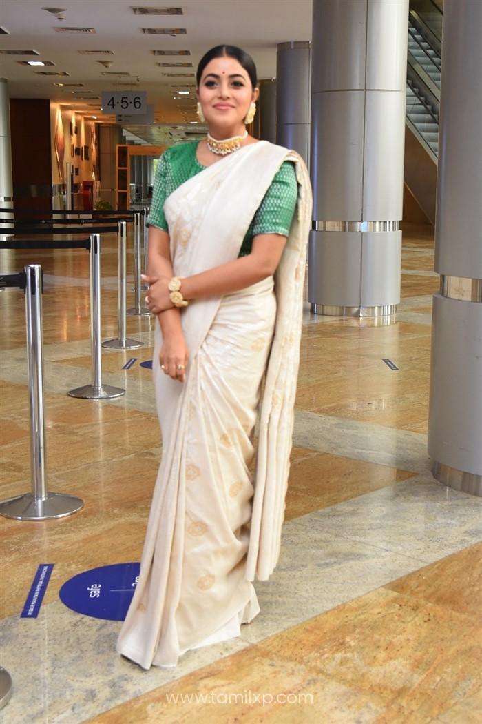 Telugu Actress Poorna Saree Images