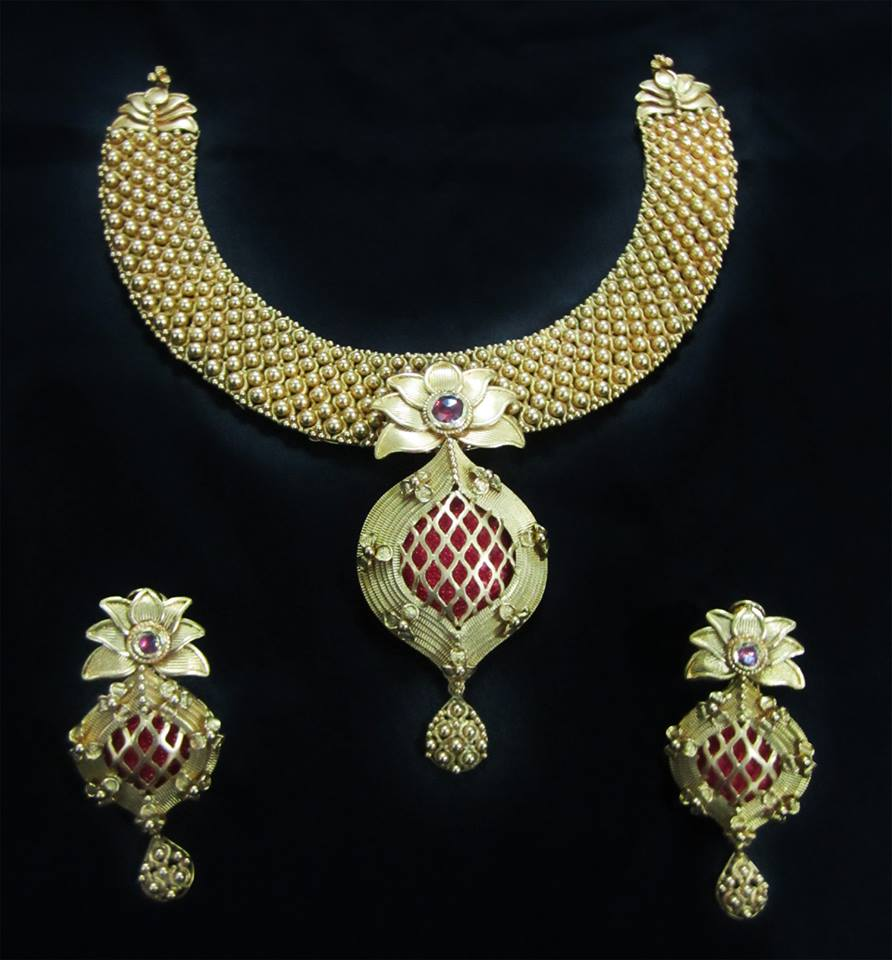Pai jewellers gold necklace designs latest indian jewellery designs - Unique Design Of Gold Necklace From Gehna Jewellers