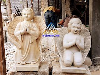 kerajinan seni patung terbuat dari batu alam putih kekuning-kuningan motif Patung Angel