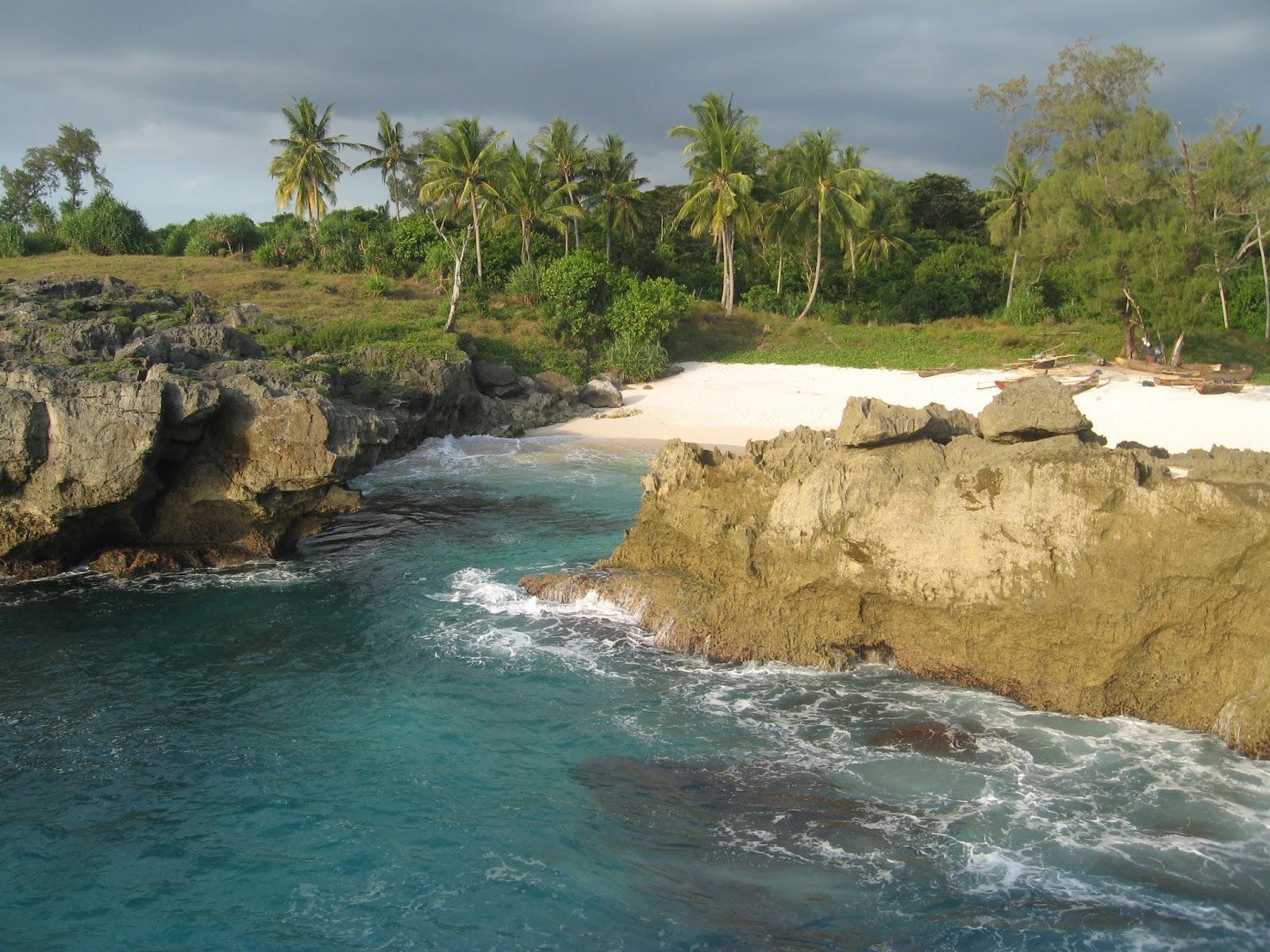 Uniknya Halete, Pantai Berbatu Lempeng Satu-satunya di Sumba