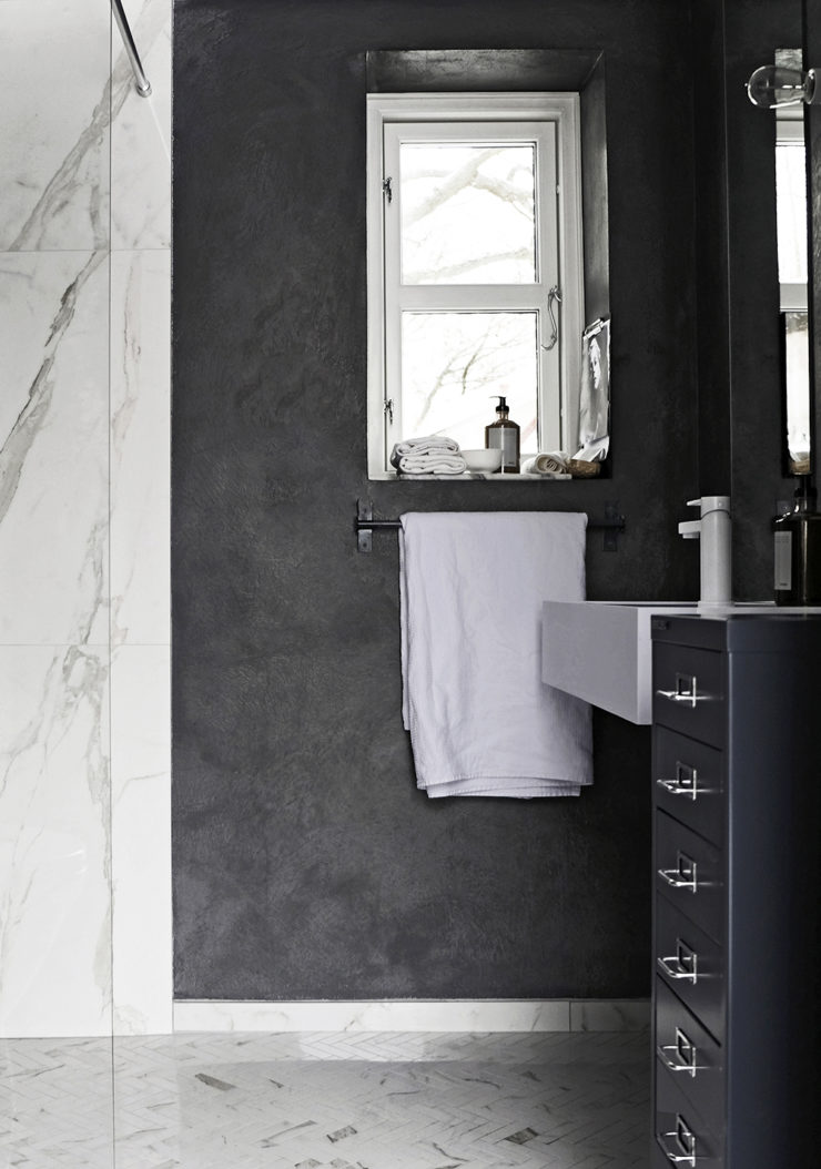 DARK GREY AND MARBLE BATHROOM.