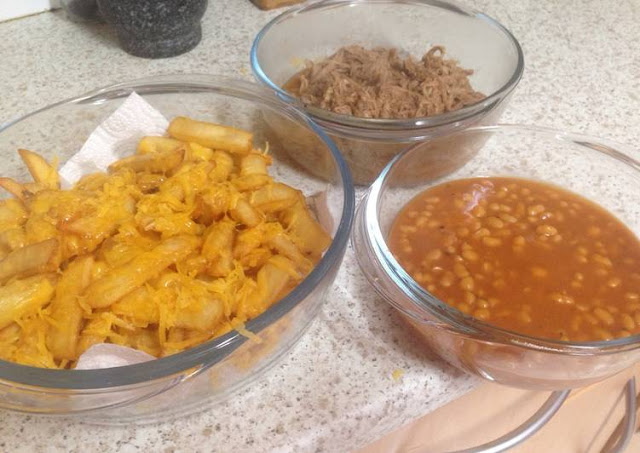 pulled bbq pork with beans and cheesy chip