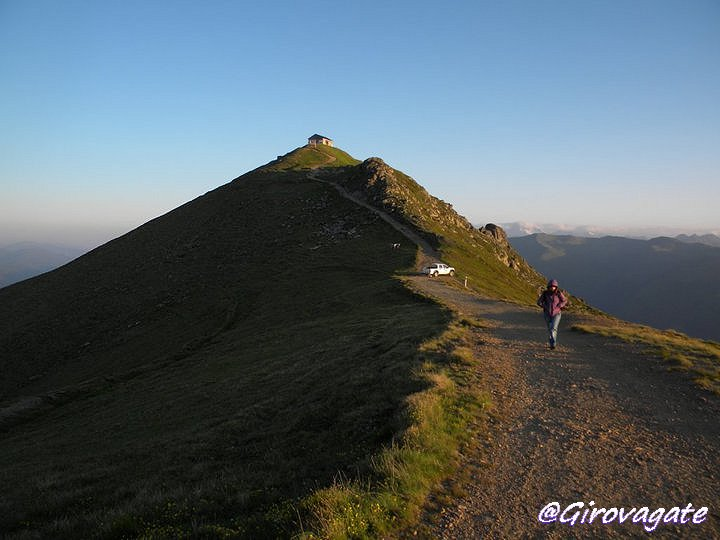 I colori dell'alba sul monte Elmo, Dolomiti di Sesto ...